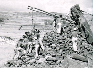 1960 ingenuo intento por levantar un moai