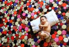 Pero qu cosa ms bonita 22/52 (Beatriz Pitarch) Tags: baby cute alfombra colors beautiful carpet colours floor bokeh sleep circles colores pillow bonita bebe dormir tender tenderness suelo ternura circulos tierno tierna almohada 52weeks cenital planocenital