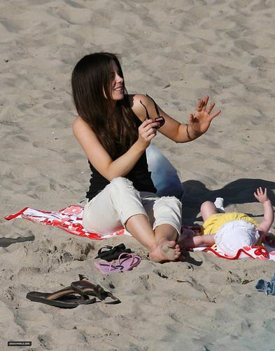 Beckinsale feet kate Anne Hathaway's
