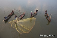 Fishing on Taungthaman Lake 2 (Rolandito.) Tags: bridge lake net fishing fishermen burma bein u fisher myanmar birma mandalay amarapura birmanie taungthaman birmania thaman thaung