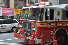 Feuerwehr New York 4 (herby0401) Tags: new york newyorkcity rescue usa truck fire nikon manhattan engine firetruck fireengine 5100 firefighter feuerwehr brigade feuerwehrauto nikon5100