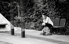 calling (heidel-art) Tags: street people urban white black girl monochrome mono blackwhite nikon phone outdoor streetphotography menschen monochrom 135mm einfarbig aposonnart2135