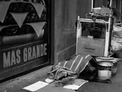 SOADOR. CABA. ARGENTINA. (tupacarballo) Tags: canon blackwhite publicidad homeless streetphotography hamburguesa documento pobreza antropologa caba tupacarballo