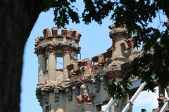 Bannerman Castle - Abandon Mystery (Yuri Dedulin) Tags: 2016 bannermancastle beacon dedulinyuri hudsonriver newyork pollepelisland walkingtour weekend castle abandon weekends trips ny outdoor us usa travel unique perspective view magical pollepel island hudson coldspring river bannerman scottish mystery old military surplus warehouse arsenal civil revolutionary war history beautiful broken facade national maritime historical society newburgh