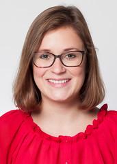 Angelika (philipharpr) Tags: red portrait smile smiling shirt female portraits paper glasses background headshot hasselblad jeans softbox seamless 80mm femal 1180 p45 h2d phaseone corporateportrait 100x100cm isospeed100 ƒ16 elinchromdx400