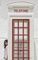 El escondite (Julin Ro Di) Tags: portugal nia cabina algarve telefono desaturado 1650ssm sonyilca77