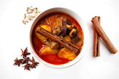 Massaman Curry () (Elmar Bajora) Tags: red food orange cooking kitchen yellow asian star rind essen coconut cinnamon beef gang nuts tasty curry thai oil potatoe onion kche stern cashew anis kokosnuss zwiebel kartoffel yummie kalb tamarind anise fleisch kochen lecker kaek nsse currypaste cardamon zimt massaman thailndisch asiatisch tasteexplosion zimtstange massamancurry kokosnussl  namphrikkaengmassaman mutsaman