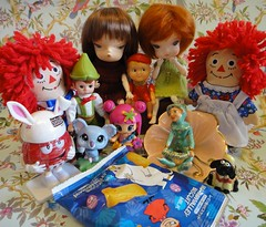 In Awe (Kewty-pie) Tags: 04 15 pixie pinypon raggedyandy raggedyann shaunthesheep lovetoys mistermushroom secretdollperson