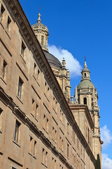 Salamanca - Universidad Pontificia (spanishjohnny72) Tags: door house building tower art tourism church stone night religious temple spain construction ancient europe university arch place famous religion towers pillar central tourist seminar ornament leon cupola historical column christianity salamanca typical baroque cristian entry jesuit castilla jesuits clergy pontifical patrimony clerecia