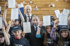 Michael Kloth and Jean Todt participate in a children's event in Leipzig.