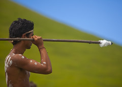 Spear Competition During Tapati Festival, Easter Island, Chile (Eric Lafforgue) Tags: chile color colour latinamerica southamerica sport festival horizontal chili pacific action competition worldheritagesite pacificocean warrior easterisland throwing oneperson ethnicity spear colorphoto rapanui isladepascua latinamerican hangaroa midadult 2571 southpacificocean  onemanonly  javelot nativeman ili  unrecognizableperson polynesianisland midadultmen   ile    southeasternpacificocean polynesiantriangle chileanpolynesia