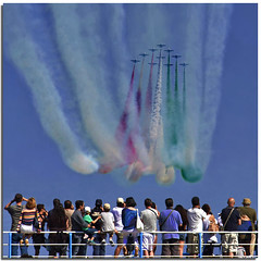 The clou passage (Nespyxel) Tags: sea sky italy roma plane airplane italia mare airshow cielo pan ostia pattugliaacrobatica cacci lidodiroma aereonauticamilitare aermacchimb339pan nespyxel stefanoscarselli
