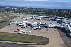 Sydney Airport (Simon_sees) Tags: airplane flight jet plane australia holiday vacation travel flying fly syd yssy sydney airport terminal planes aircraft aerial boeing airbus qantas qf singaporeairlines a380 a330