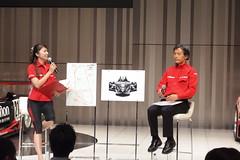 柿元総監督(左)と佐藤めぐみさん