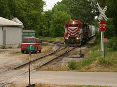 Ready - Break! (Wide Cab) Tags: railroad train freight wsor l595 wisconsinsouthernrailroad t004 brandonwi oshkoshsub markesansub l597