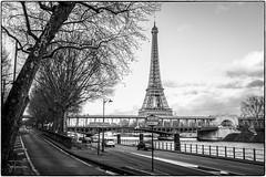 Voie Georges Pompidou, Paris (josefrancisco.salgado) Tags: bw paris france blancoynegro monochrome seine ro river blackwhite nikon europa europe ledefrance eiffeltower eiffel toureiffel torreeiffel grayscale nikkor fr sena d4 seineriver 2470mmf28g
