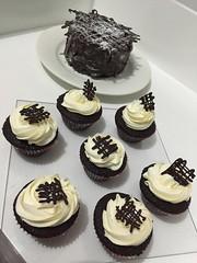 devils' food cupcake and cake (pasteleriadeperez) Tags: cakes cupcakes philippines desserts sweets bicol baked bakeshop nagacity pilinuts camsur bicolregion cakepops lollicakes nagacupcakes bestofnagacity bestinbicol