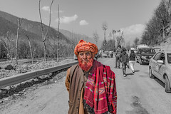 On the highway (i2n2) Tags: india dress kashmir kashmiri traditionaldress onthehighway sonmarg