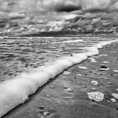 Schaumkante (MAICN) Tags: sea sky bw beach nature water clouds strand mono nikon meer wasser waves wolken norderney northsea nordsee wellen d90 einfarbig schwarzweis