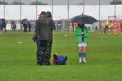 im Regen stehen (nirak68) Tags: deutschland lbeck handball regen ger schirme zuschauer mannschaften wdj 184366 vflbadschwartau 201617 schleswigholsteinkreisfreiehansestadtlbeck 2016ckarinslinsede 22intlbeckerhandballtage