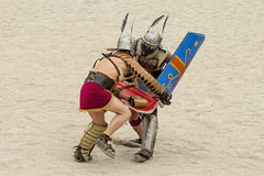 Provocatores (m_fernandezh) Tags: roma fight helmet amphitheatre feather arena muerte sword shield pluma casco lucha espada tarragona gladiator anfiteatro escudo tarraco swordsman gladiador gladius munera tarracoviva provocator gladiatora