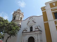 "Trujillo: l'église devant notre hôtel <a style=""margin-left:10px; font-size:0.8em;"" href=""http://www.flickr.com/photos/127723101@N04/27706454132/"" target=""_blank"">@flickr</a>"