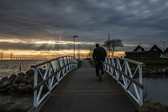 Bridge (Infomastern) Tags: sunset sea people water malm vatten hav solnedgng mnniska limhamn limhamnssmbtshamn