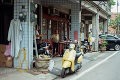 2016-04-26_00016.jpg (pfedorov) Tags: taiwan taipei taiwanonfilm onfilm film canoneos3 eos3 kodak backstage shooting veruneveru  street
