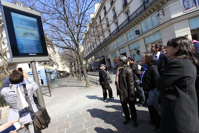 Anne Hidalgo & Jean-Louis Missika présentent le Mobilier Urbain Intelligent à Paris, le 21/03/12