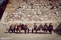 Avis al Sol (kenaprenguis) Tags: city people sun david sol bench roman antique banco part grandparents sit alta solano antiguo tarragona abuelos maldito avis sentados cascantic partalta oliete davidoliete kenaprenguis