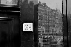 "Anne Frank Huis • <a style=""font-size:0.8em;"" href=""http://www.flickr.com/photos/60145860@N04/6997977278/"" target=""_blank"">View on Flickr</a>"