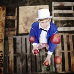 The Juggling Act (Rob Woodcox) Tags: wood texture costume amazing circus skills patriotic talent apples juggler act familycircus northridgechurch robwoodcox robwoodcoxphotography