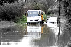 {124 - 03.05.2012} The car and the first tow truck (floster50) Tags: water flood selectivecolour giganticpuddle towtruckcabbiestuckinthewater hpad03052012