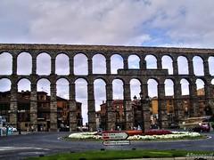 Acueducto de Segovia (España), Explore Mayo 21, 2012 #465 (ASpepeguti) Tags: españa spain explore segovia castillayleón olympusmju400 aspepeguti photomatixpro42 satorgettymomentos exploremayo212012465