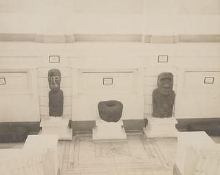 en el Museo de Historia Natural de SantiagoEffigy Called Moai Container, Lava Stone 02 MAR 1911