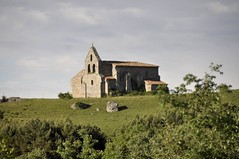 A lo lejos (vcastelo) Tags: espaa spain iglesia tumba campana aguilar cielo piedra palencia sanmartn campoo aguilardecampo antropomrfica