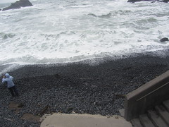 Cobble Beach,Oregon (reza fakharpour) Tags: cobblebeach wave ocean black cold water pacific sea oregoncoast newport stone cobble rounded rock yaquinahead interesting