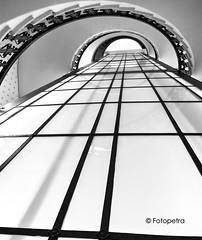 Treppenhaus (petra.foto busy busy busy) Tags: hamburg kontorhaus treppenhaus treppe perspektive fahrstuhlschacht lichtschacht black white schwarz weis monocrom architektur gebäude fotopetra canon