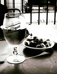 Andalucia Break, n&b (julienjustamon) Tags: espaa beer spain break cerveza andalucia tapas olives andalusia aceitunas espagne happyhour andalousie biere aperitif