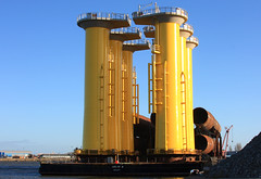 Barge ABJV4 with  system tower elements and tubes for offshore wind farm London Array / England / in Cuxhaven (cuxclipper ) Tags: port ship hamburg pipes tubes northsea tug powerplant nordsee schiff barge windfarm piles pontoon ponton windenergy cuxhaven schlepper pfhle rohre windenergie dennmark offshorewindfarm bilfingerberger peraarsleff seetransport seatowage windenegie offshorewindfarmlondonarray bargeabjv4 hafenponton