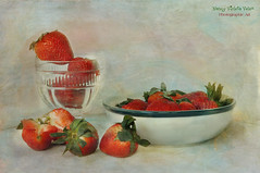 Still life with Strawberries for lunch (Nancy Violeta Velez) Tags: stilllife texture fruit photography interesting flickr strawberries plantae motat rosaceae angiosperms eudicots nikkor18200 rosids fragariaananassa tatot thebeatlesstrawberryfieldsforever nikond5000 ahybridspecies frenchkissartisteautumnleaves nancyvioletavelez~photographicart stilllifewithstrawberriesforlunch thegardenstrawberry frenchkissartisteaventura