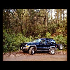 Jeep Liberty (IVANDIAZ31) Tags: 2005 blue trees mountain verde green azul de liberty high arboles jeep path bosque montaa alto colima sendero nevado