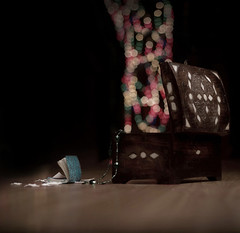 let your wishes fly away ,-, أطلقوآ أمنياتكم . . (F l S f a h .. ❥) Tags: fly dreams wishes goodbye past صندوق الوان أزرق فلكر خشب دفتر فلسفه احلام فلسفة ماضي نسيان امنيات علبه احادي بوكية بوكيه فلكرفلسفه
