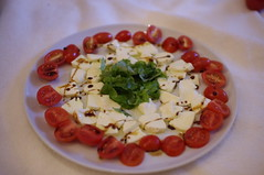 "Mozarella, Tomaten, Rucola • <a style=""font-size:0.8em;"" href=""http://www.flickr.com/photos/7452821@N05/7171789294/"" target=""_blank"">View on Flickr</a>"