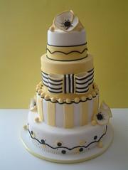 Fantasy Flower cake (Osedo L Cakes) Tags: sugarroses fantasyflower lemonfondantcake boldsugarfondantbow