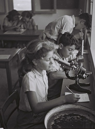 Children of Kibbutz Maabarot in the Lab by Government Press Office (GPO), on Flickr