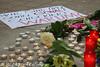 trauer-nach-grausamer-ermordung-4 (Björn Kietzmann) Tags: berlin kreuzberg innenhof mord sema frau kundgebung ermordet berliner 2012 tatort gedenken orhan trauer ehefrau kreuzberger schrecklich kurden semas geköpft zerstückelt semanur grausam kietzmann enthauptet trauern getötet orhans häuslichegewalt kurdin köthenerstrase gewaltgegenfrauen björnkietzmann gedenkkundgebung beziehungstat semanurs