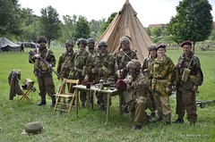 British Parachute Regiment Reenactors (Paul Mashburn's Captures) Tags: bar reenactment reenactors tanks americansoldiers wargames halftrack germansoldiers oakridgetennessee secretcityfestival armygames wwiibattlereenactment britishparachuteregiment