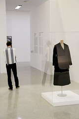 photoset: mumok: Reflecting Fashion. Kunst und Mode seit der Moderne (15.6.-23.9.2012)