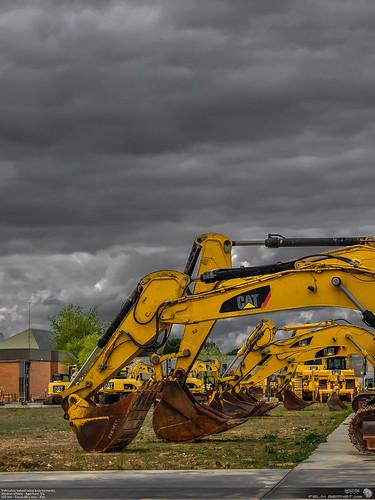 Vehiculos industriales bajo tormenta